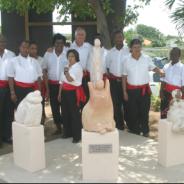 Jongeren worden beeldhouwers o.l.v. Rien ten Hennepe